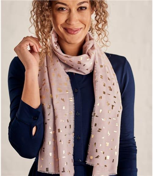 Женский шарф с блестящим принтом