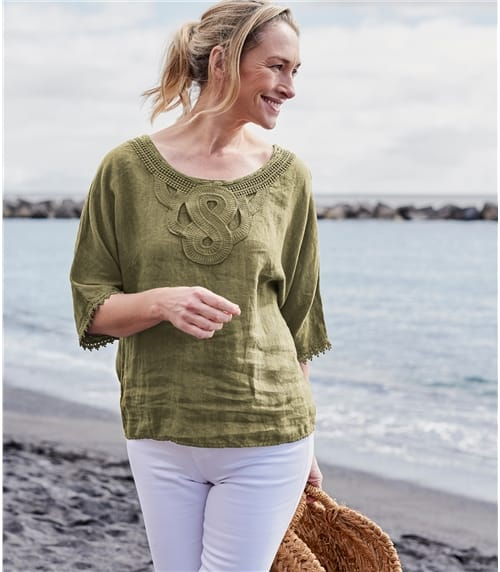 Womens 3/4 Sleeve Top With Detailed Placket